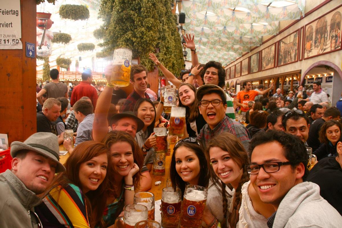 lots-people-beer-oktoberfest